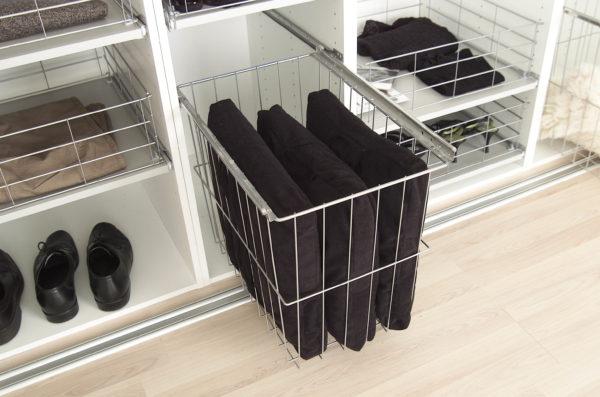 Vasketøjskurv til garderobeskab